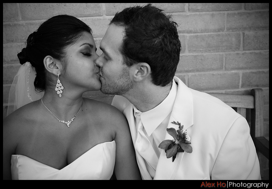 bella montagna bride groom kiss