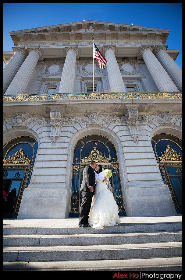 city hall san francisco door kiss