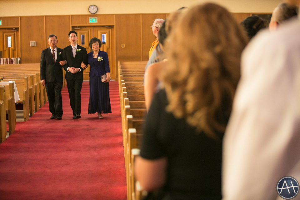 aisle church groom