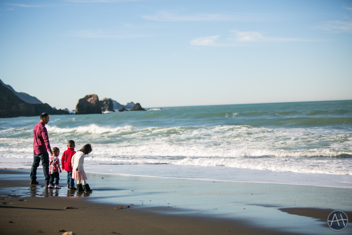 pacifica family kids portraits beach